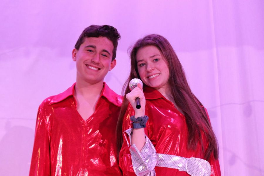 Gideon+Hill+%28Harry+Bright%29+and+Allison+Butler+%28Tanya%29+prepare+for+their+lead+roles+in+Mamma+Mia%21+This+will+be+Hill%27s+first+performance+in+any+play.